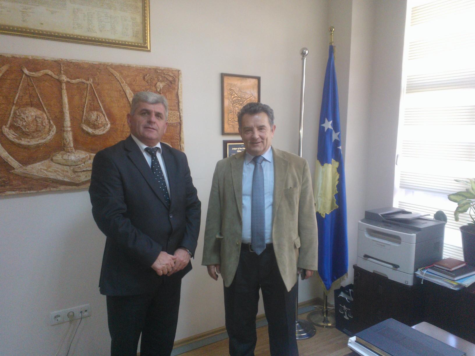 Predsednik Osnovnog Suda Gnjilane, Zyhdi Haziri dočekao je u susret Predsednika Apelacionog Suda ,Sali Mekaj