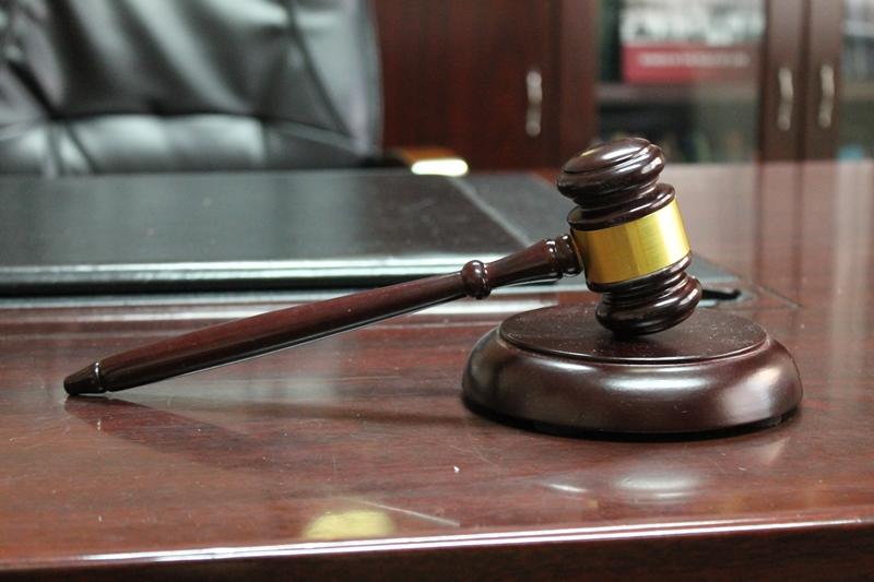 Gjykata dënon grabitësit me 4 vite e 6 muaj burgim dhe 2.000 euro gjobë